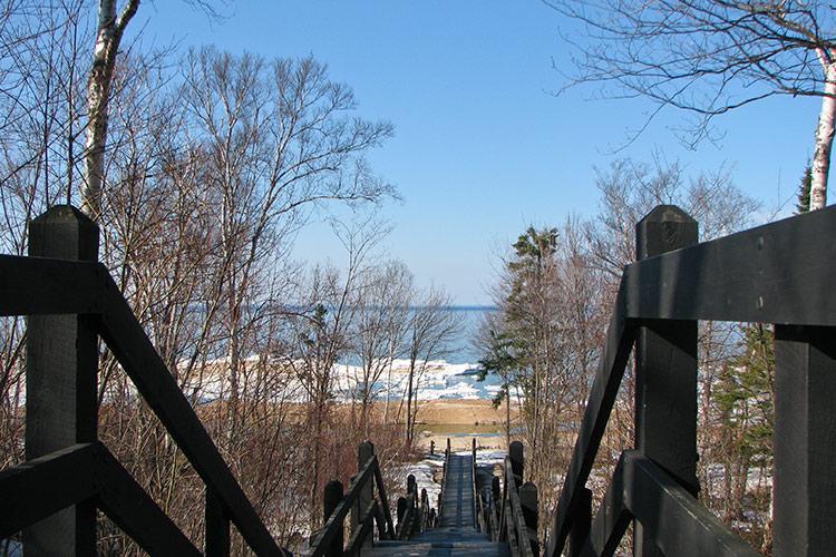 Steps-to-lake_0191